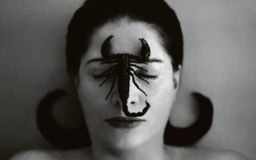 Η «γιαγιά» της performance art Μαρίνα Αμπράμοβιτς