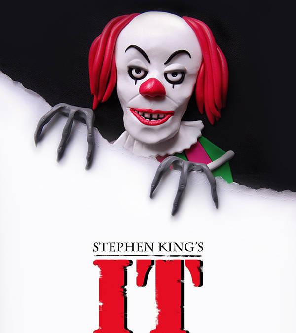 Η Lizzie Campbell επανασχεδιάζει αφίσες ταινιών τρόμου με πολυμερή πηλό!