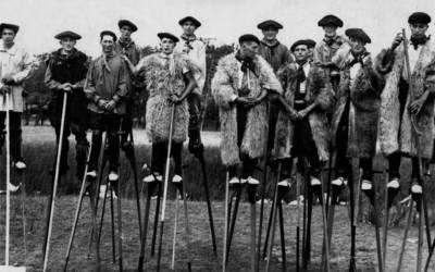 Σε ποια χώρα οι βοσκοί περπατούσαν με ξυλοπόδαρα;
