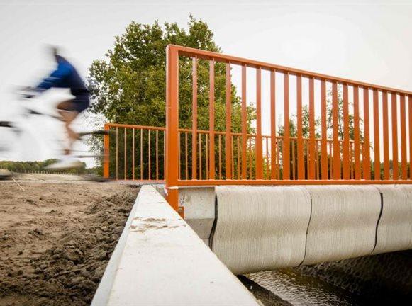 Η πρώτη τρισδιάστατα εκτυπωμένη γέφυρα στον κόσμο άνοιξε στην Ολλανδία