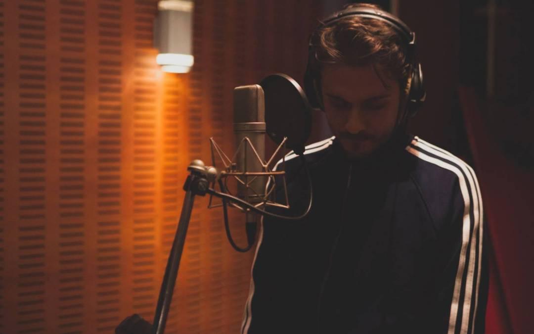 28.000 : Το νέο single του Άκη Μπαρούτα μόλις κυκλοφόρησε!