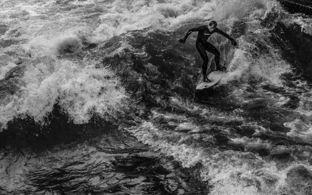 The Surfers of Munich: Μοναδικές ασπρόμαυρες λήψεις του Skander Khlif