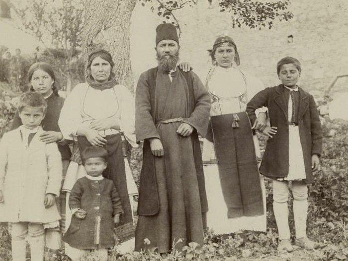 """Το σύνδρομο της """"ελληνικής οικογενειακής πολυκατοικίας"""": Δυναμική & ψυχοπαθολογία"""