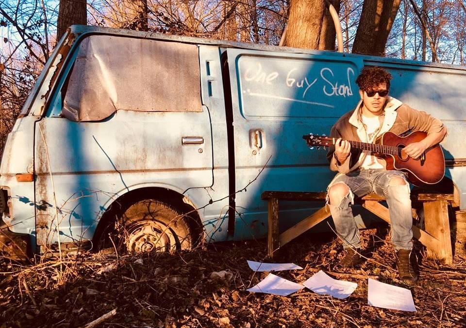 Ο Λάζαρος Καψιμάλης είναι εναλλακτικός, rock, funk και folk!