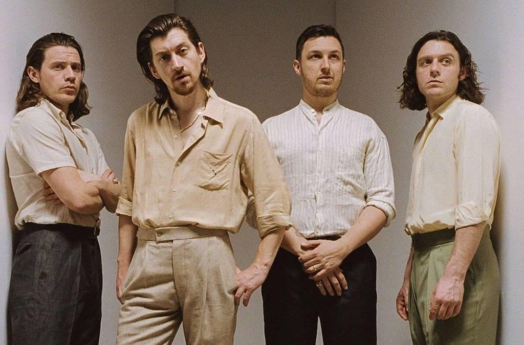 Οι Arctic Monkeys διασκευάζουν Elvis Costello!