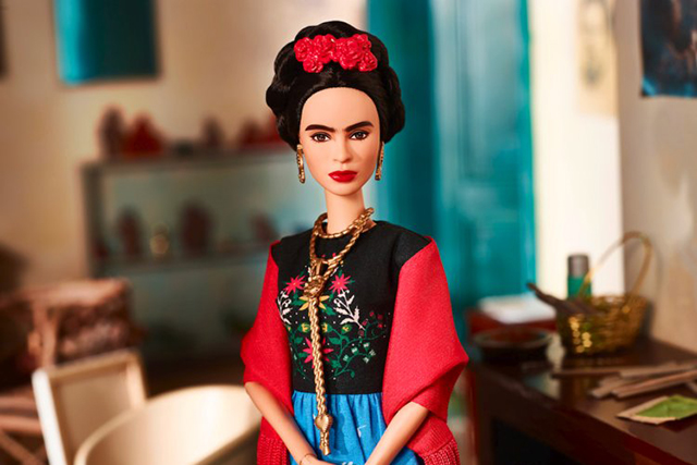 Άραγε θα δεχόταν ποτέ η Frida Kahlo να γίνει μια Barbie κούκλα; Πιθανότατα όχι.