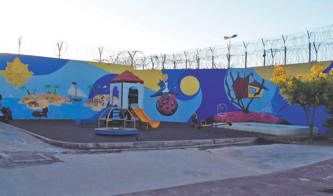 Political Stencil: Από το Γκράφιτι με τον Βέγγο, στις Γυναικείες Φυλακές Θηβών