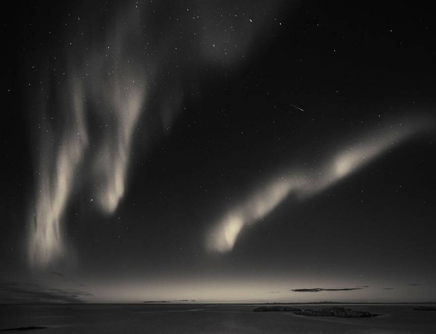 Bόρειο Σέλας: H vintage οπτική του εντυπωσιακού «σόου» της φύσης