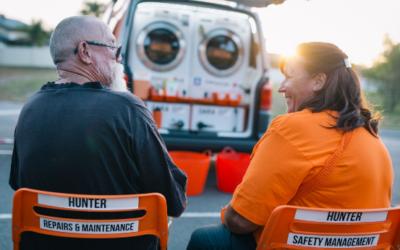 Αυτό το κινητό πλυντήριο δίνει στους άστεγους τη δυνατότητα να κάνουν δωρεάν ντους και να πλύνουν τα ρούχα τους