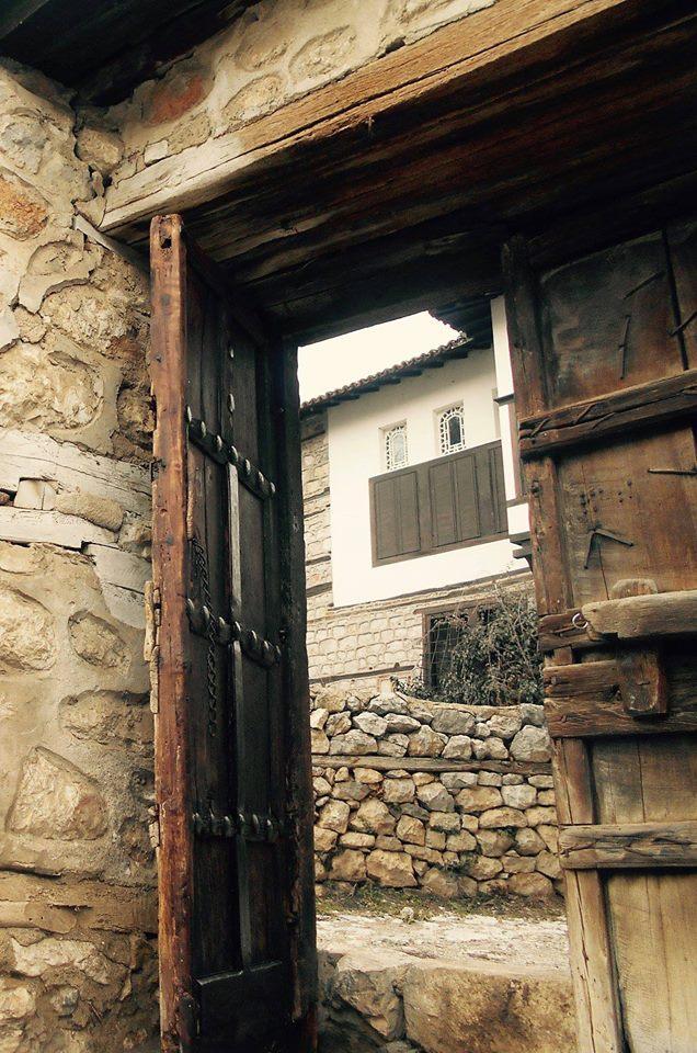 Ταξίδι στο χρόνο μέσα από το Αρχοντικό των Αδελφών Εμμανουήλ στην Καστοριά!